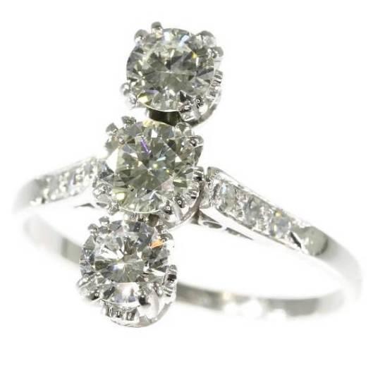 Bague-de-fiançailles-vintage-en-platine-sertie-de-diamants